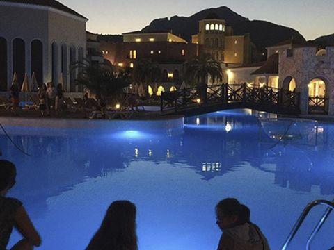 Head, Swimming pool, Resort, Town, Leisure, Real estate, Dusk, Tourism, Resort town, Evening,