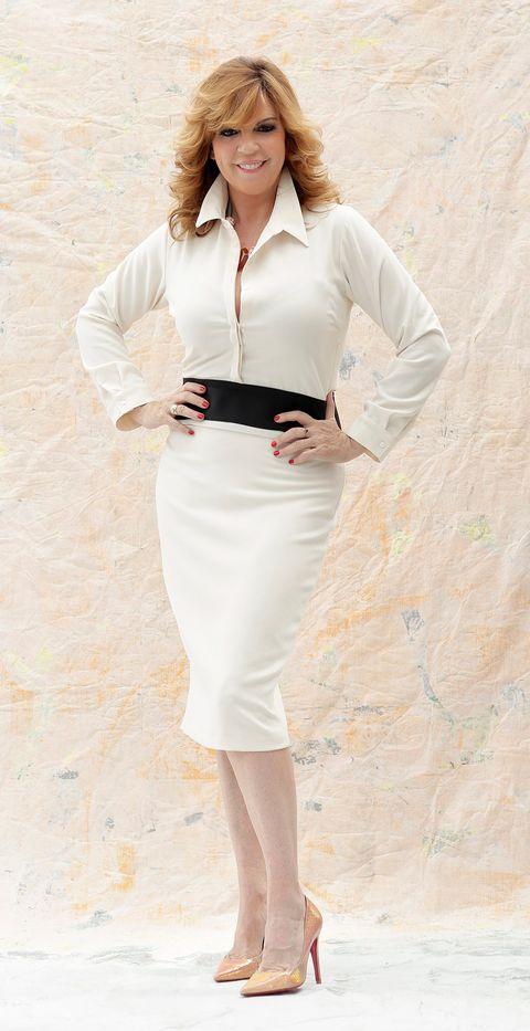 Sleeve, Collar, Shoulder, Joint, White, Waist, Style, Fashion, Neck, Knee,
