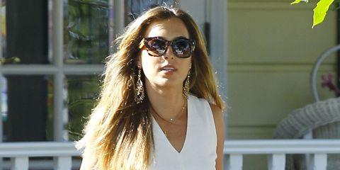 Eyewear, Glasses, Vision care, Shoulder, Sunglasses, White, Style, Summer, Street fashion, Fashion accessory,