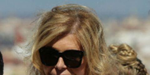 Eyewear, Hair, Sunglasses, Hairstyle, Blond, Surfer hair, Human, Long hair, Glasses, Gesture,
