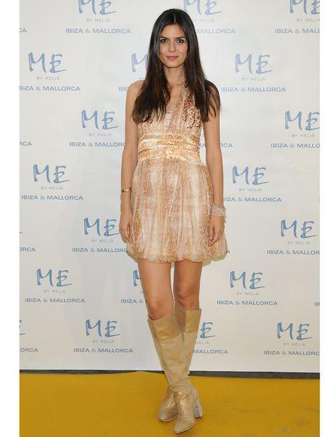 Skin, Dress, Shoulder, Human leg, Joint, Style, One-piece garment, Waist, Fashion model, Fashion,