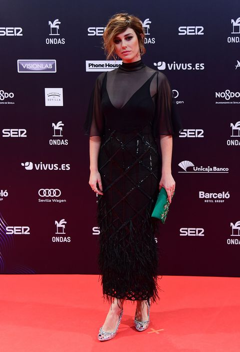 Red carpet, Clothing, Carpet, Dress, Premiere, Hairstyle, Flooring, Fashion, Cocktail dress, Shoulder,
