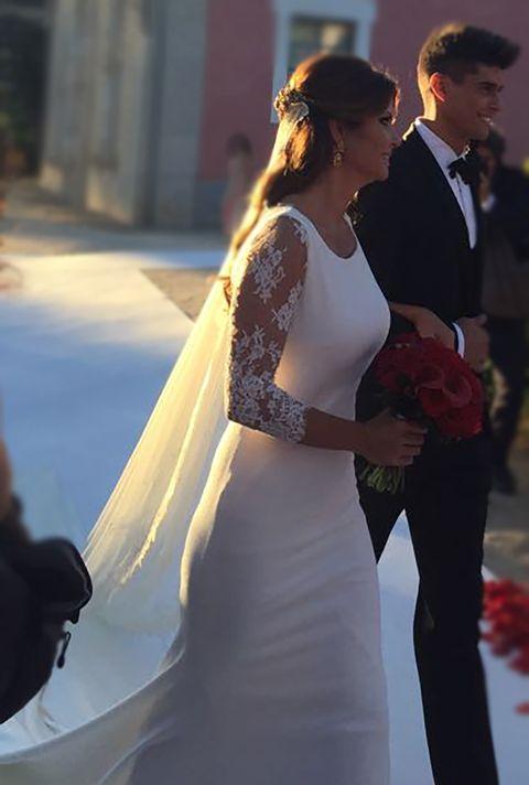 Dress, Trousers, Shoulder, Bridal clothing, Photograph, Outerwear, Coat, Gown, Formal wear, Petal,