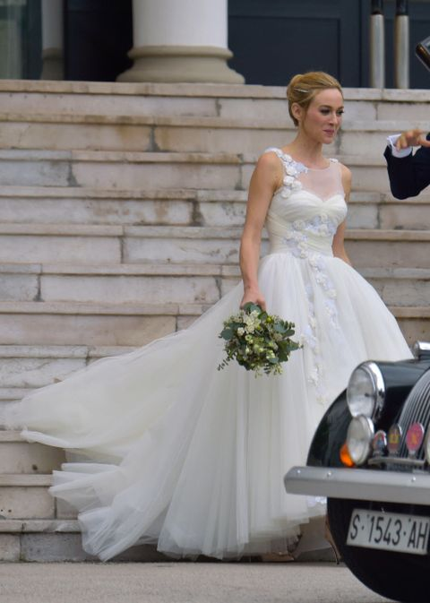 Vehicle registration plate, Dress, Trousers, Bridal clothing, Photograph, Bouquet, Gown, Formal wear, Bride, Wedding dress,