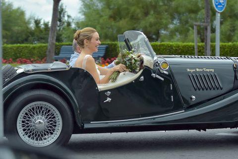 Motor vehicle, Mode of transport, Automotive design, Vehicle, Classic car, Photograph, Automotive exterior, Car, Antique car, Fender,