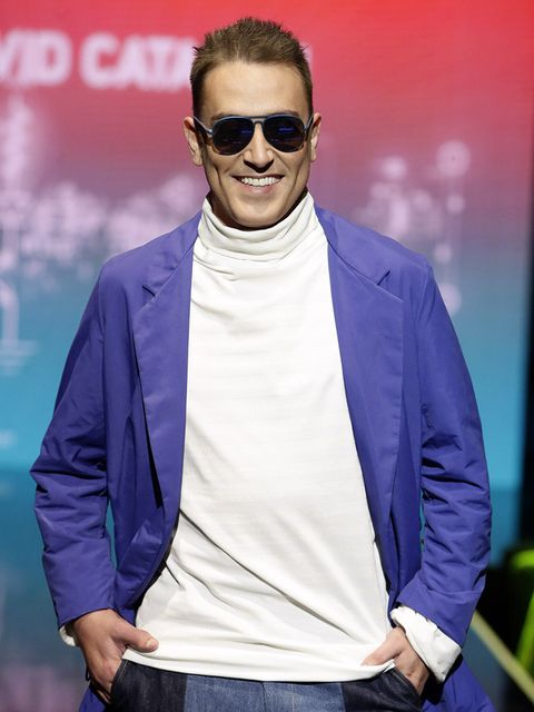 Eyewear, Glasses, Vision care, Sunglasses, Sleeve, Collar, Textile, Outerwear, Style, Denim,