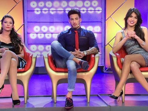 Face, Footwear, Leg, Sitting, Dress, Television program, Thigh, Television presenter, Conversation, Debate,