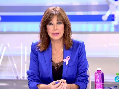 Newsreader, Television presenter, Newscaster, News, Spokesperson, Electric blue, Television program, Journalist, Speech, Long hair,