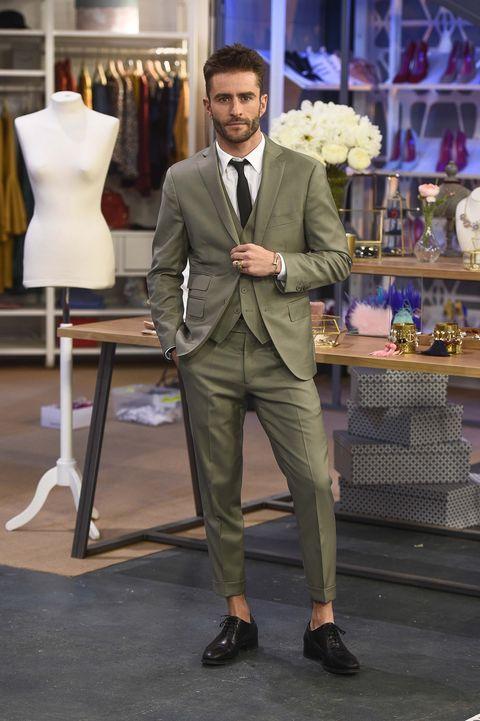Clothing, Coat, Trousers, Shoe, Suit trousers, Shirt, Dress shirt, Suit, Outerwear, Formal wear,