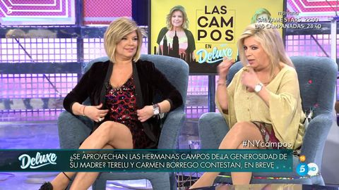 Television program, Thigh, Leg, Television presenter, Event, News, Media, Photo caption, Newscaster,