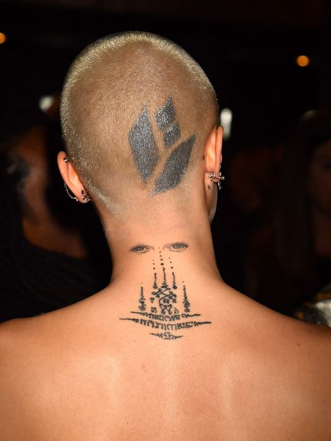 Ear, Hairstyle, Skin, Shoulder, Joint, Back, Tattoo, Style, Amber, Organ,