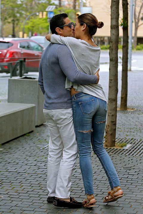 Clothing, Trousers, Jeans, Denim, Outerwear, T-shirt, Interaction, Street fashion, Romance, Honeymoon,