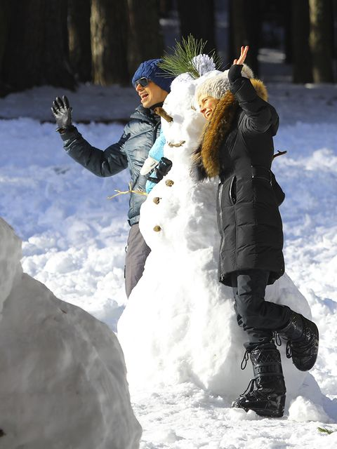 Winter, Freezing, People in nature, Snow, Playing in the snow, Glove, Boot, Playing with kids, Ice cap, Precipitation,