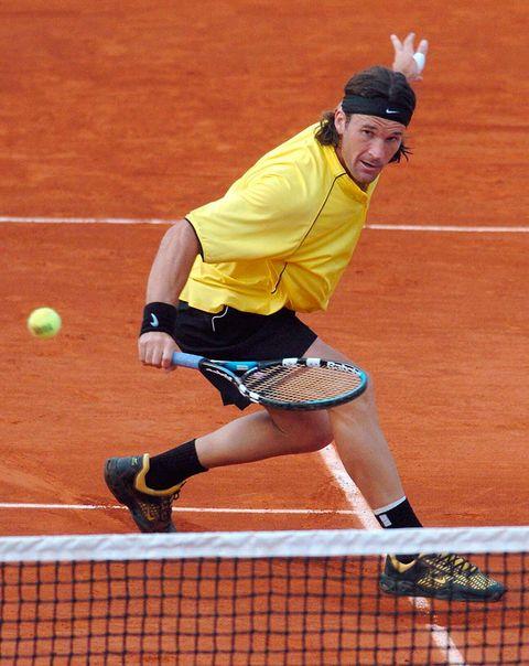 Sports, Sports equipment, Tennis, Tennis player, Racket, Tennis court, Tennis Equipment, Sport venue, Tennis racket, Racquet sport,
