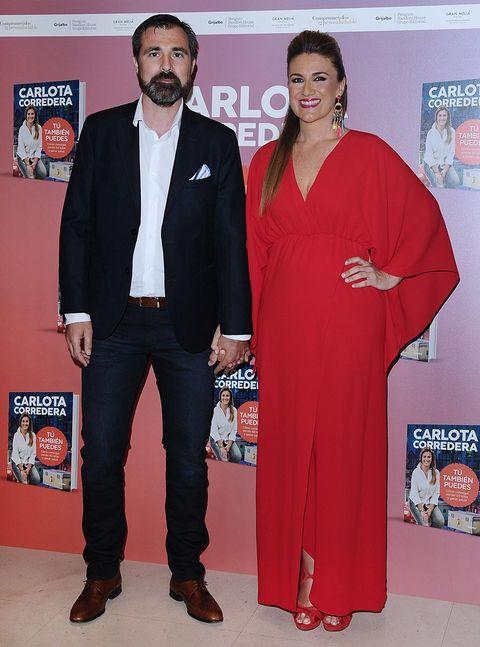 Red carpet, Carpet, Formal wear, Suit, Event, Premiere, Flooring, Fashion design, Award,