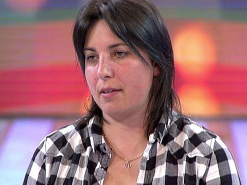 Hair, Hairstyle, Television presenter, Brown hair, Black hair, Official,