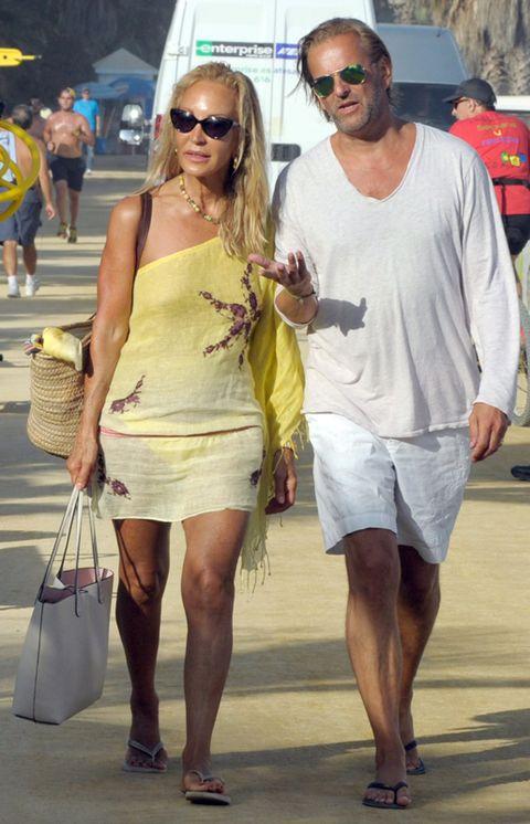 Clothing, Eyewear, Footwear, Leg, Vision care, Glasses, Human leg, Sunglasses, Bag, Fashion accessory,