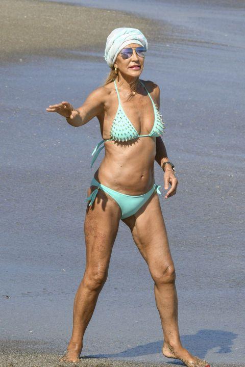 Bikini, Clothing, Human leg, Muscle, Leg, Thigh, Swimwear, Abdomen, Undergarment, Navel,