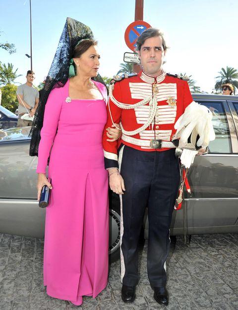 Costume, Vehicle door, Costume accessory, Belt, Necklace, Luxury vehicle, Boot, Costume hat, Flag, Sun hat,