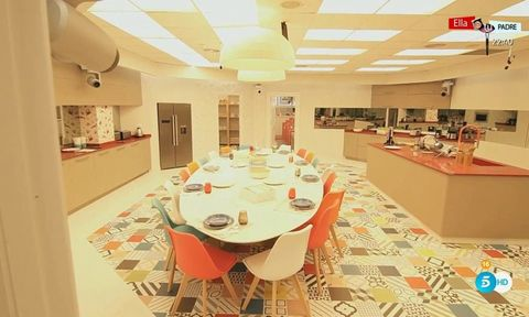 Property, Interior design, Room, Building, Floor, Table, Ceiling, Dining room, Restaurant, House,