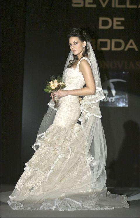 Shoulder, Bridal clothing, Textile, Gown, Wedding dress, Formal wear, Bride, Petal, Fashion, Dress,