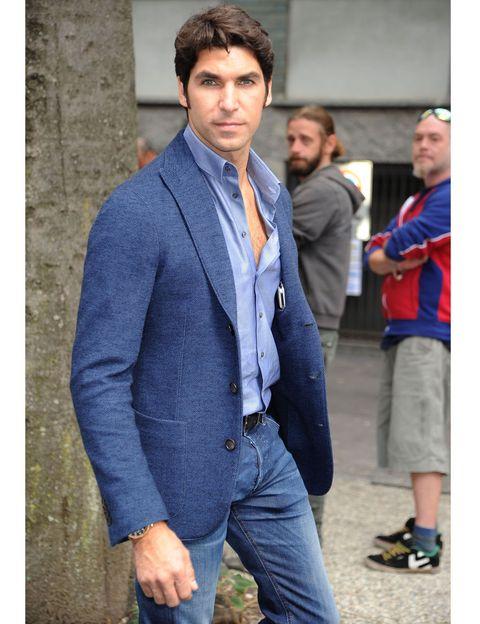 Clothing, Collar, Trousers, Coat, Human body, Dress shirt, Denim, Jeans, Shirt, Standing,