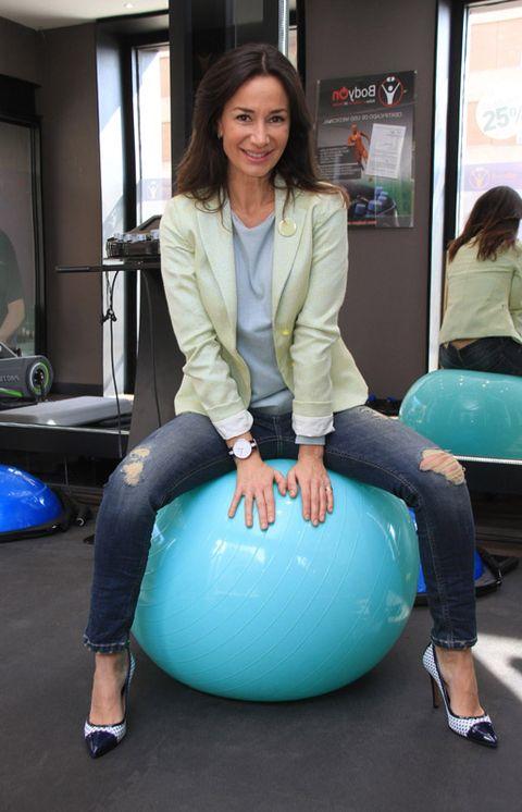 Leg, Sitting, Knee, Teal, Aqua, Physical fitness, Ankle, Active pants, Swiss ball, Balance,