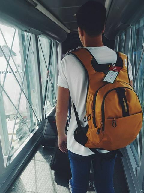 Shoulder, Jeans, Bag, Denim, Travel, Luggage and bags, Shoulder bag, Daylighting, Pocket, Back,