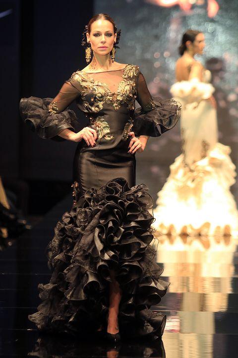 Human, Human body, Fashion show, Fashion model, Style, Runway, Fashion accessory, Costume design, Beauty, Model,