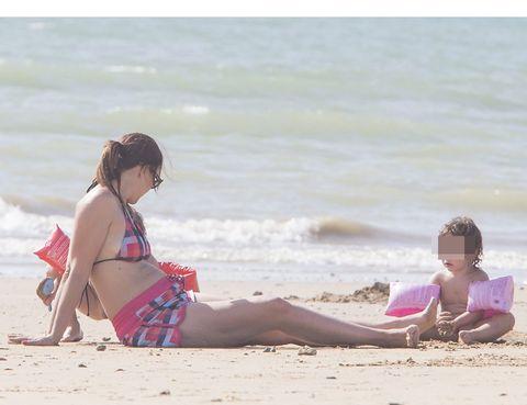 Body of water, Leg, Fun, Sand, Sitting, People on beach, Leisure, Summer, Beach, Tourism,