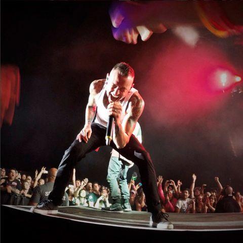 Entertainment, Event, Shoe, Performing arts, Artist, Performance, Dancer, Concert dance, Audience, Public event,