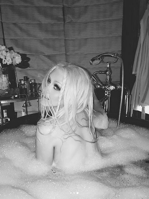 Room, Monochrome, Monochrome photography, Black-and-white, Blond, Long hair, Still life photography, Plumbing,