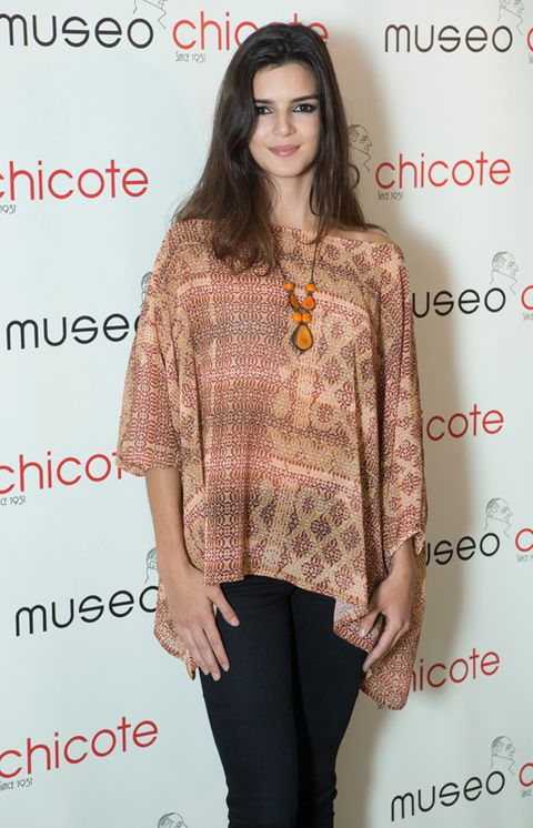 Brown, Sleeve, Shoulder, Joint, Pattern, Style, Waist, Eyelash, Fashion, Street fashion,