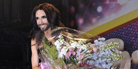 Bouquet, Facial hair, Floristry, Flower Arranging, Beard, Blond, Serveware, Cut flowers, Brown hair, Moustache,