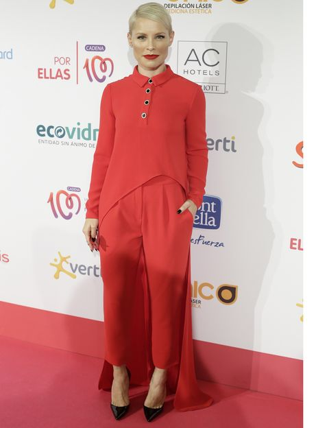 Red, Flooring, Style, Carpet, Blond, Fashion design, Suit trousers, Premiere, Silk,