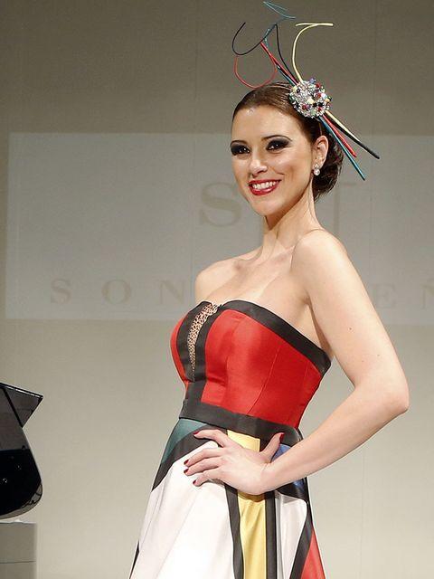 Hairstyle, Dress, Red, Strapless dress, Style, Lipstick, Fashion model, Waist, Headpiece, Fashion,