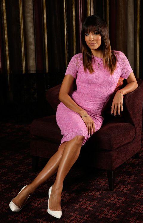 Shoulder, Human leg, Joint, Magenta, Pink, Purple, Sitting, Comfort, Knee, Foot,