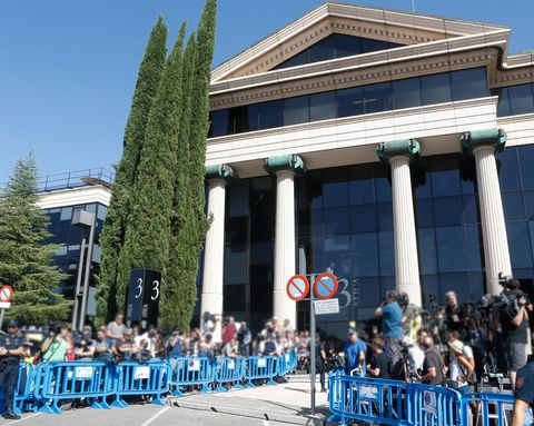 Architecture, Building, Crowd, Tree, Event, City, Recreation, House, Leisure, Facade,