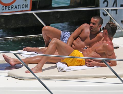 Recreation, Human leg, Elbow, Boats and boating--Equipment and supplies, Chest, Barechested, Boating, Outdoor recreation, Muscle, Boat,