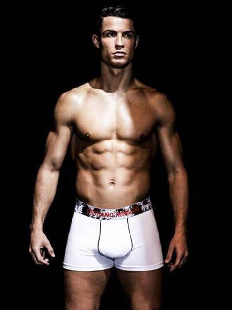 Leg, Chin, Human body, Human leg, Shoulder, Standing, Joint, Chest, Barechested, Bodybuilder,