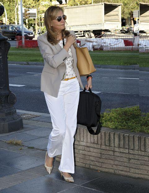 Bag, Textile, Outerwear, Style, Sunglasses, Street fashion, Fashion accessory, Luggage and bags, Fashion, Blazer,