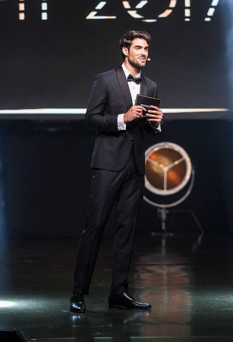 Suit, Formal wear, Luxury vehicle, Performance, Event, Talent show,