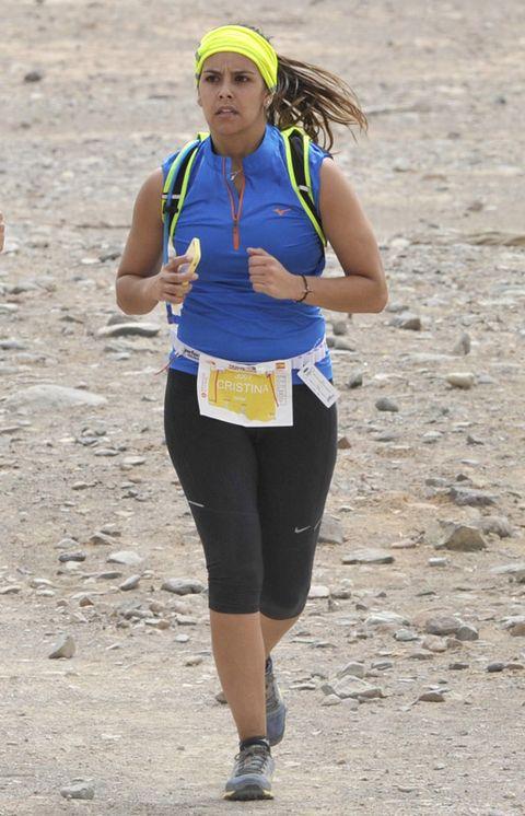 Sportswear, Endurance sports, Running, Soil, Active pants, Electric blue, Long-distance running, Athlete, Individual sports, Sleeveless shirt,