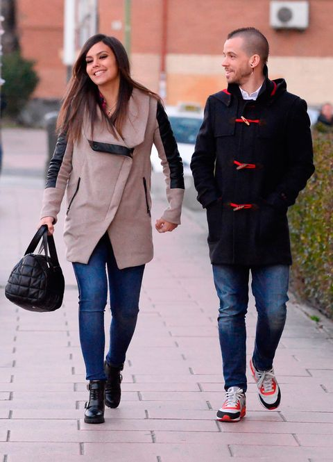 Clothing, Footwear, Leg, Trousers, Denim, Bag, Jeans, Textile, Outerwear, Street fashion,