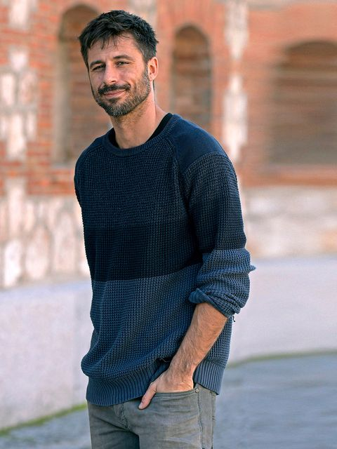 Sleeve, Denim, Shoulder, Jeans, Standing, Textile, Joint, Facial hair, Sweater, Street fashion,