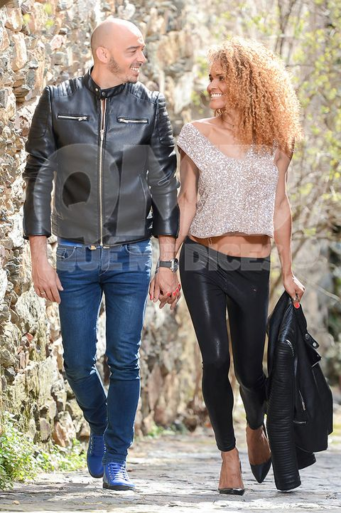 Clothing, Leg, Brown, Denim, Trousers, Jeans, Textile, Outerwear, Standing, Jacket,
