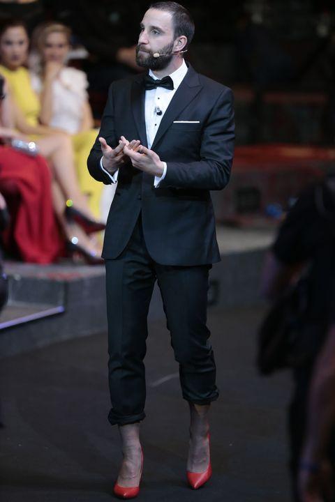 Suit, Fashion, Formal wear, Hairstyle, Yellow, Event, Footwear, Dress, Outerwear, Tuxedo,