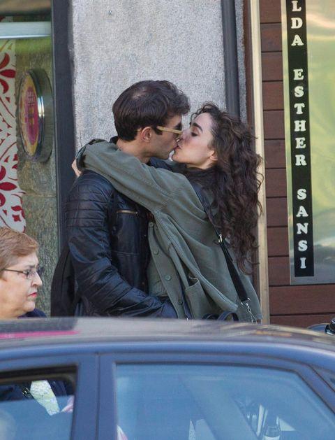 Face, Head, Nose, Ear, Interaction, Romance, Honeymoon, Love, Kiss, Automotive window part,