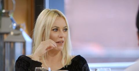 Hair, Blond, Beauty, Skin, Hairstyle, Lip, Chin, Long hair, Photography, Television presenter,