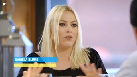 Hair, Blond, Beauty, Hairstyle, Chin, Television presenter, Long hair, Eyelash, Lip, Mouth,